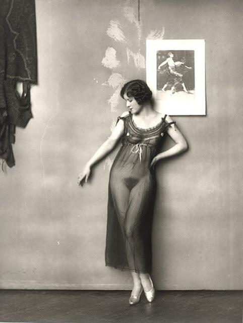Παλιά φωτογραφία με γυναίκα στο Storyville της Νέας Ορλεάνης / New Orleans' Storyville naked woman