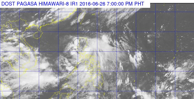 'Bagyong Ambo' maintains strength, heads to Aurora