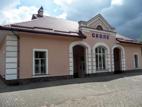 Вокзал станции Сколе