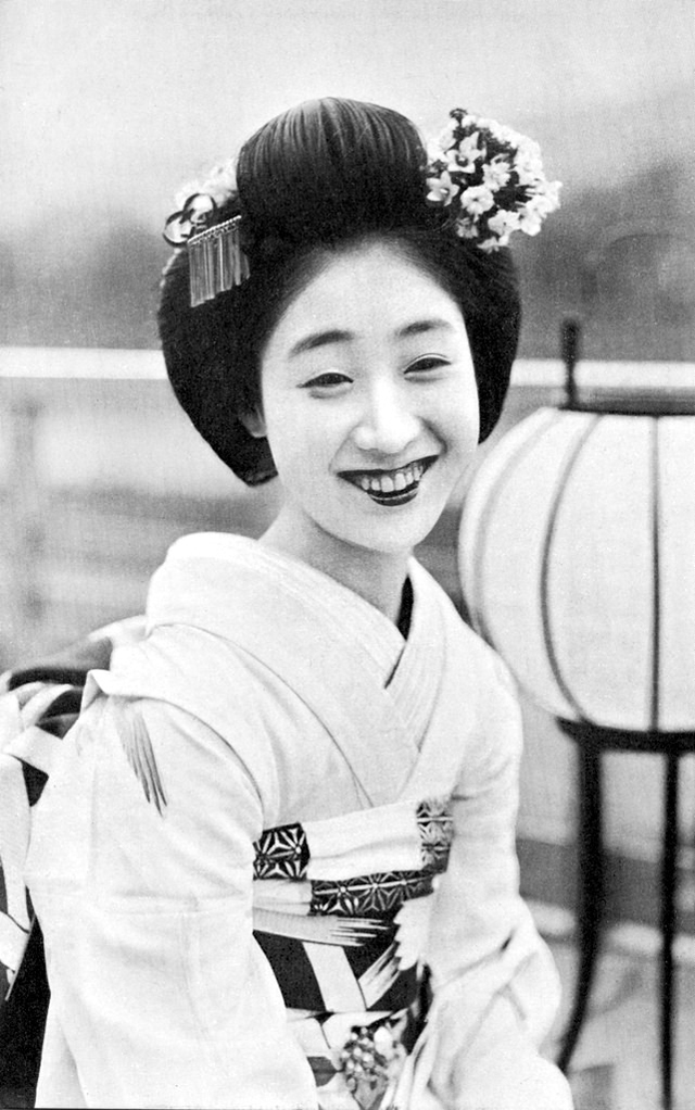 Shimada Hairstyle: The Lovely Traditional Hairdo of ...