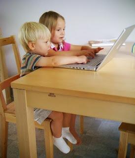 kids using computer ©applebyphoto