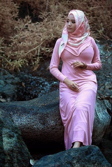 Gairah di Balik Jilbab Bu Nurul