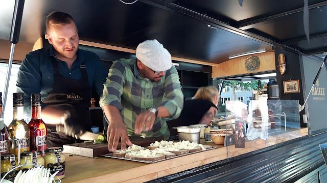 Mustard Lovers kochen mit Maille Senf im rollenden Senftöpfchen