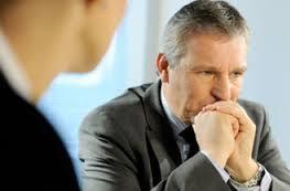 ¿Cuáles son los signos y síntomas de la ansiedad cuando un adulto se separa?