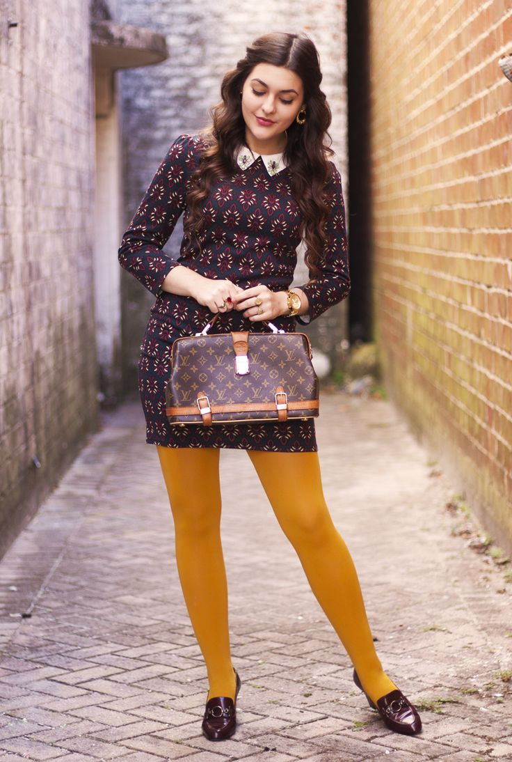 Tips for wearing bright tights