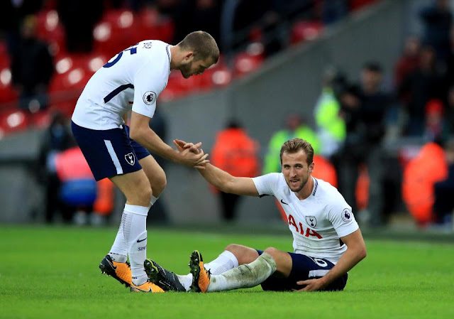 Dier helping Harry Kane during a Tottenham Hotspur match