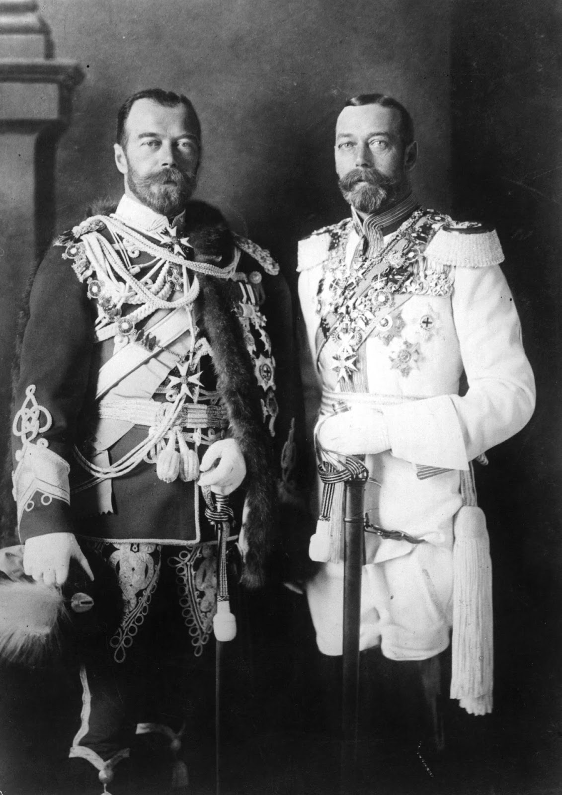 king george v and his physically similar cousin tsar nicholas ii in