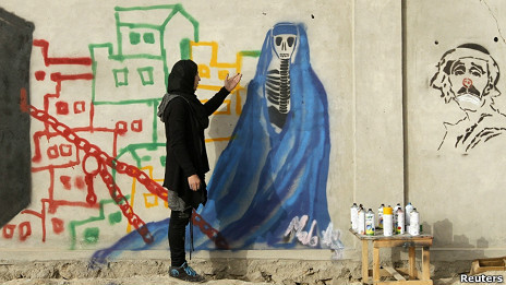 La grafitera afgana que huyó del Talibán | asi titula la BBC