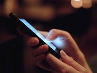 Jangan Angkat Smartphone Tinggi-tinggi untuk Cari Sinyal