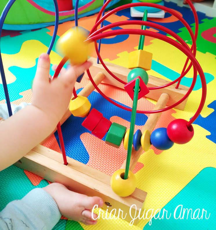 el juego laberinto de bolas trabaja la psicomotricidad fina y la concentración