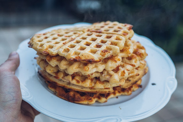 Outdoor Kitchen 09  Leckere Schinken-Käse-Waffeln aus dem Cast-Iron Waffeleisen  Waffle-Iron-Recipes  Rezepte Waffeleisen  Pie-Iron 12