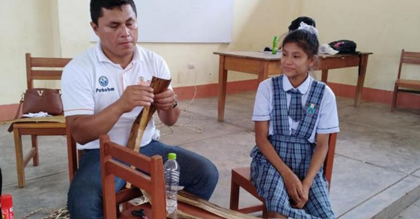 Escolares aprenden a elaborar bolsas biodegradables de plátano en la región San Martín