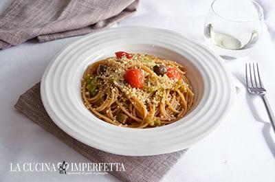 Pasta con peperoni e pomodorini