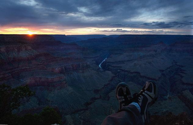 Explorar as diferentes trilhas durante a noite no Grand Canyon