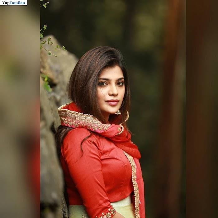 Actress Aathmika Hot HD Photos-Cute Pictures|Stills
