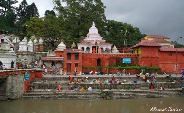 Pashupatinath, fiume Bagmati
