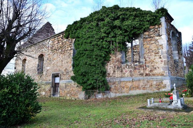 Ruina kościoła w Rząsinach