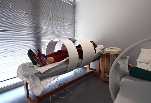 rehabilitación con campo magnético y fisioterapia