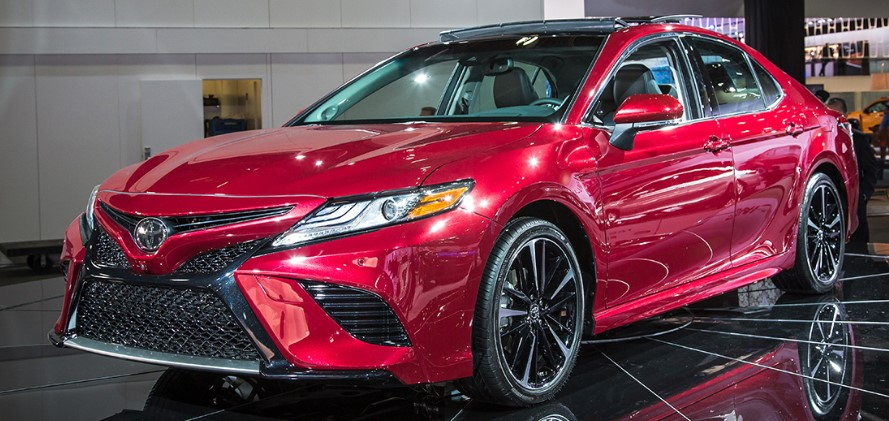2019 Toyota Camry Hybrid Review, Trims, Specs and Price