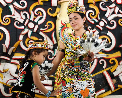 Travel.Tinuku.com Pampang village, an indigenous Dayak Apokayan and Kenyah around Lamin house for cultural performances