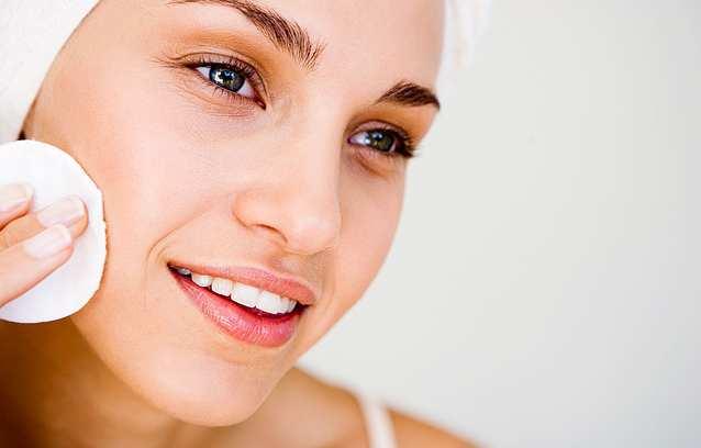 Cara Mengecilkan Pori-Pori Wajah Tradisional Praktis