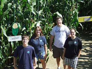 Dad & kids at a corn maze in Vermont
