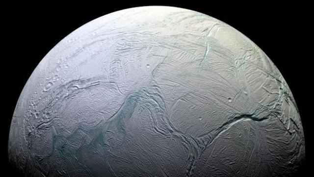 Bajo Encelado hay un misterioso oceano