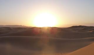 Puesta de sol en Marruecos, dunas de Erg Chebbi.