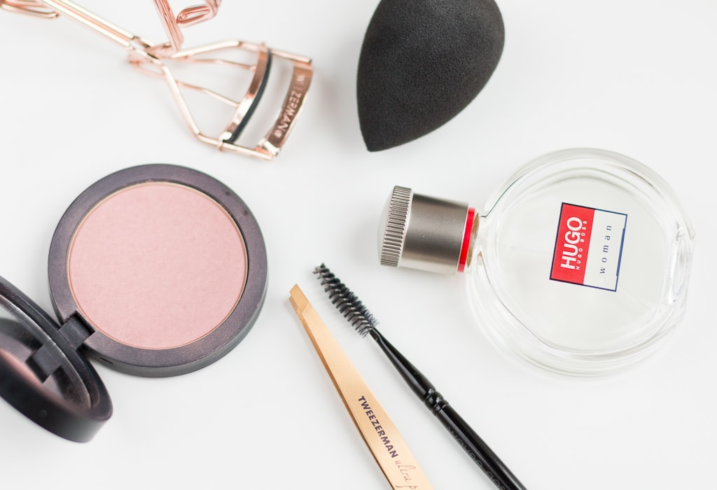 Beautyprodukte für die Rom Reise Beautytools Rouge und Duft