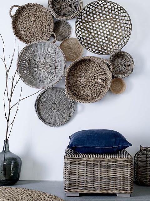 Decorando con: Mimbre- cestos y platos en la pared