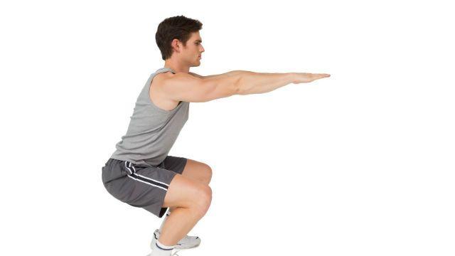squat tay khong