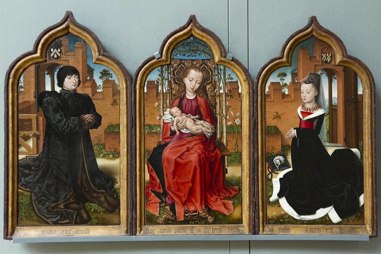 Se sabe que el autor de esta obra estuvo activo en la ciudad de Brujas en  1473, aunque se desconoce su nombre. La escena central del tríptico la  ocupan la ...