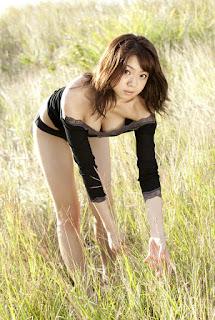 shizuka nakamura sexy cleavage pics 03