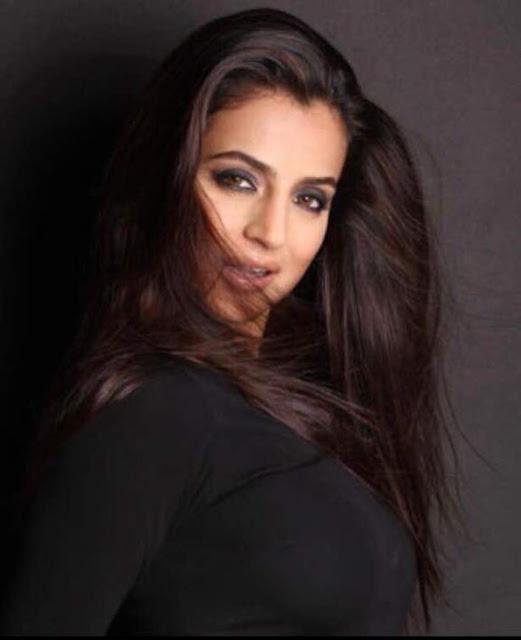 Ameesha Patel - Hot Celebrity Photos