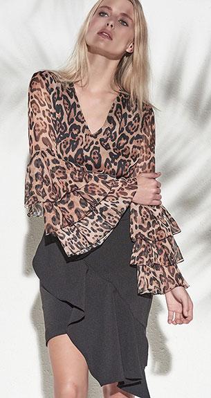 saia assimétrica e blusa com manga sino Iorane coleção verão 2018
