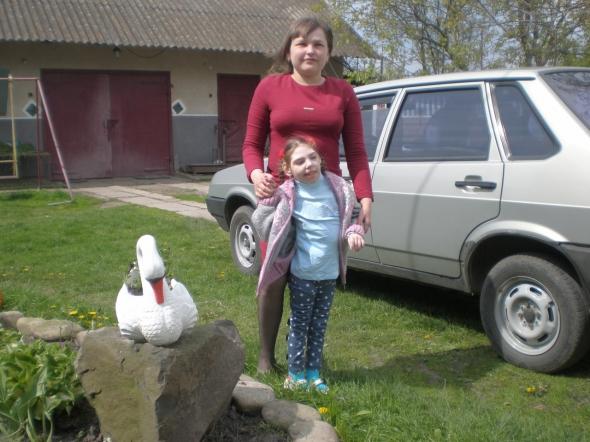 Незряча мати просить допомогу на лікування ДЦП єдиної дитини