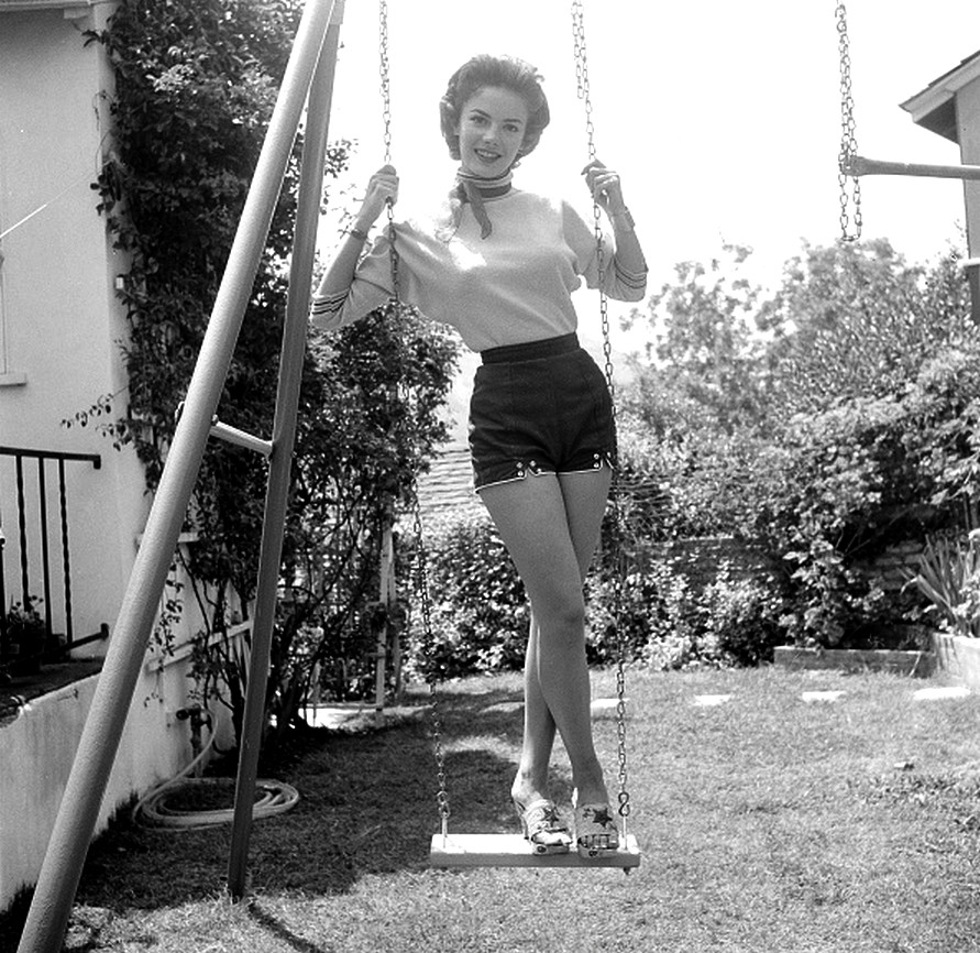 30 Black And White Photographs Of Natalie Wood In The