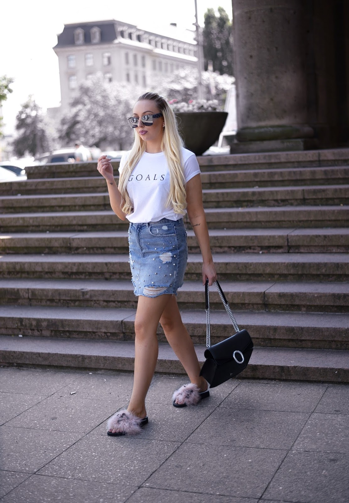 ripped denim skirt_fluffy slides_how to wear fluffy slides_zara slides
