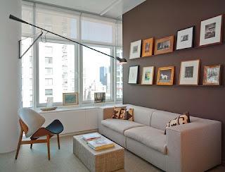 Sala moderna pequeña marrón