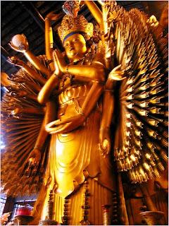 เจ้าแม่กวนอิมพันกรวัดหลงหัว (Longhua Temple)
