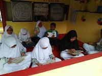 Selamatkan Generasi Muda, Warga dan Mahasiswa Gagas Halte Baca