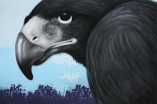 rabe krähe graffiti street art bild berlin