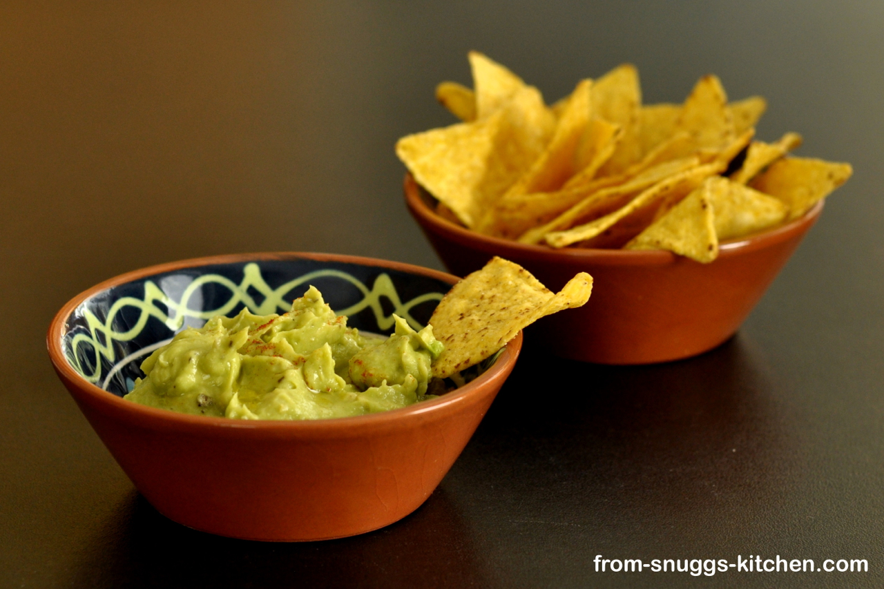 Avocado Hummus mit Tortilla Chips