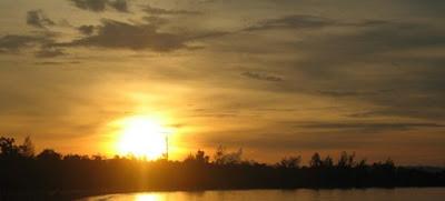 Menikmati sunset Di pantai jimbaran bali Surga yang tersembunyi nih gan