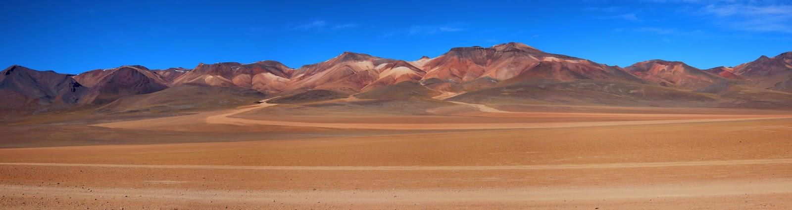 Panorámica del Desierto de Siloli, una de las bellezas del cuarto día del recorrido por el suroeste de Bolivia