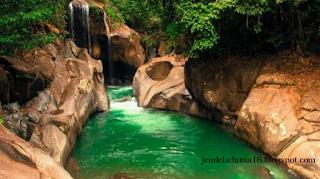 Surga Tersembunyi Air Terjun Nyarai Di Dalam Hutan