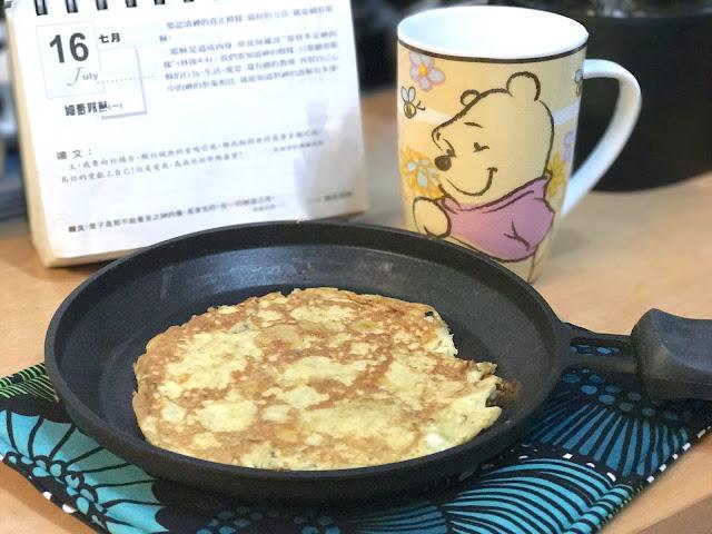 【Recipe】營養早餐[香蕉 Pancake 配車厘茄汁]*美的 早餐機&慢磨榨汁機