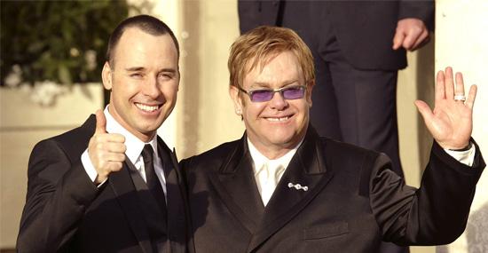 15 fãs que se casaram com seus ídolos - Elton John e David Furnish