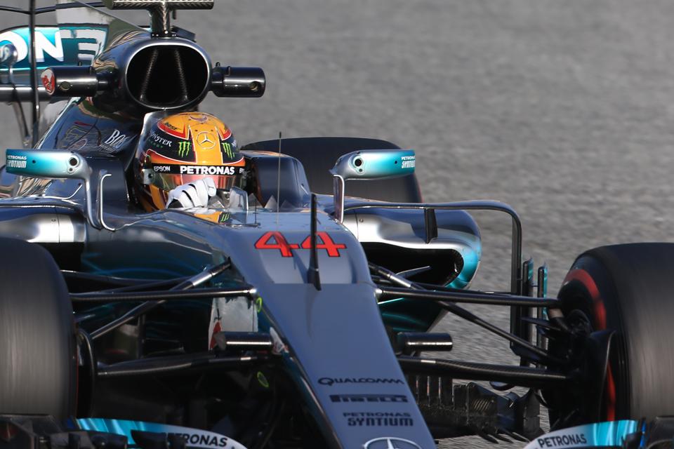 F1: record nei test, la Ferrari vola