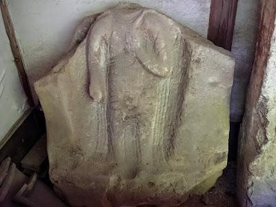 瑠璃光寺石棺仏